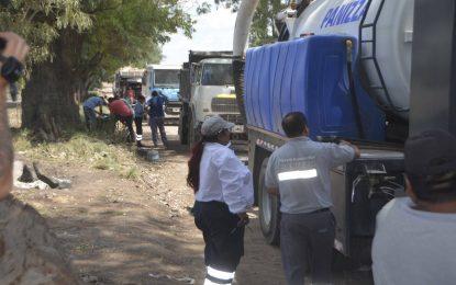 EN MORENO SECUESTRAN CAMIONES MUNICIPALES DE SAN MIGUEL QUE ARROJABAN RESIDUOS