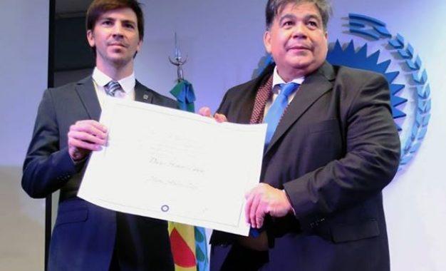 LA UNPAZ NOMBRO DOCTOR HONORIS CAUSA AL INTENDENTE MARIO ISHII