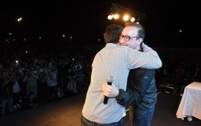 LUIS Y LEO Y LA MILITANCIA DE MALVINAS ARGENTINAS CON EL BASTÓN DE MARISCAL EN LA MOCHILA