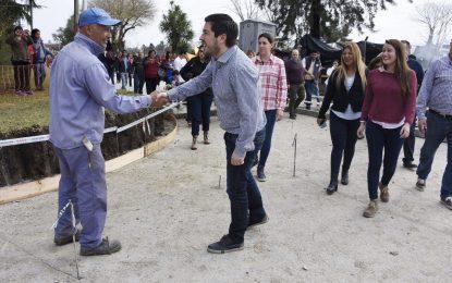 EN MALVINAS ARGENTINAS 15 CUADRAS PAVIMENTADAS PARA UNIR 3 LOCALIDADES