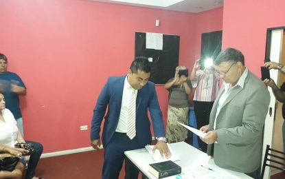 POSTERGADA ASUNCIÓN DE PABLO CASTRO COMO PRESIDENTE DEL CONSEJO ESCOLAR DE JOSÉ C. PAZ