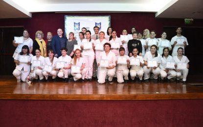 EGRESAN 27 ENFERMERAS Y ENFERMEROS RECIBIDOS EN EL SISTEMA DE SALUD DE MALVINAS ARGENTINAS