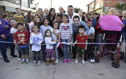 RODEADO DE VECINOS EL INTENDENTE NARDINI INAUGURÓ PAVIMENTO EN GRAND BOURG