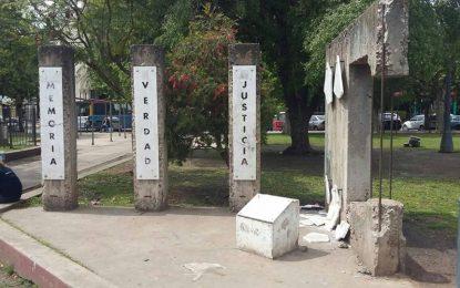 VANDALISMO EN PLAZA MITRE DE SAN MIGUEL CONTRA MONUMENTO POR MEMORIA, VERDAD Y JUSTICIA