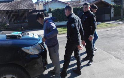 POLICÍA BRAVA MUNICIPAL DE DE LA TORRE – MÉNDEZ INTENTA INTIMIDAR A MILITANTES DEL FRENTE DE TODOS