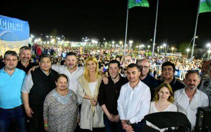 MENÉNDEZ  INAUGURÓ EL PARQUE DE LA UNIDAD NACIONAL ACOMPAÑADO POR ISHII, NARDINI Y OTROS INTENDENTES