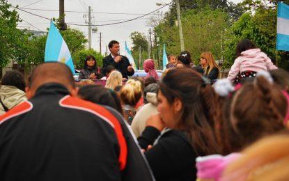 EN SAN AMBROSIO LOS VECINOS DESAFIANDO LA TORMENTA RECIBIERON A FRANCO LA PORTA #EsConAlbertoCristinaAxelFranco