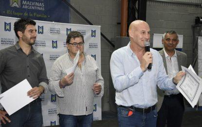ENTREGARON CERTIFICADOS A 400 PERSONAS CAPACITADAS EN ALGUNOS DE LOS 30 OFICIOS QUE SE ENSEÑAN EN MALVINAS ARGENTINAS