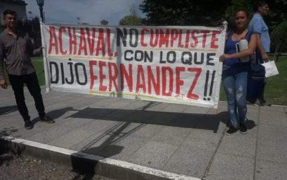 ACAMPE EN PLAZA CENTRAL POR DESPIDOS DE TRABAJADORES MUNICIPALES EN PILAR