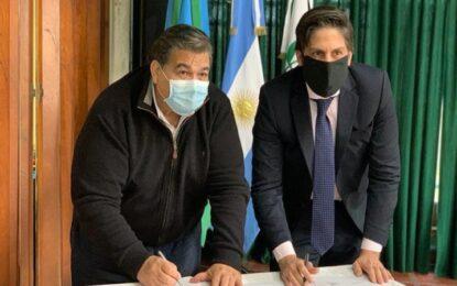 EL INTENDENTE DE JOSÉ C. PAZ MARIO ISHII Y EL MINISTRO NICOLÁS TROTTA FIRMAN CONVENIO POR NETBOOKS PARA ESTUDIANTES