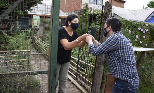 """EL INTENDENTE NARDINI VISITÓ """"HUERTAS MALVINENSES"""" DE VECINAS DE VILLA DE MAYO"""