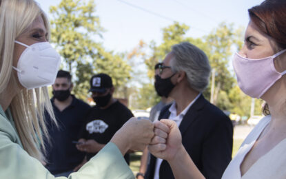 MAGARIO Y FERNÁNDEZ RECORRIERON UN CENTRO DE VACUNACIÓN EN MORENO